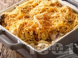 Пиле със спагети и сос със сирена - крема сирене, пармезан и моцарела на фурна - снимка на рецептата